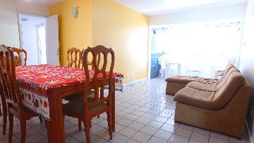 Apartamentos / Padrão em Maceió Alugar por R$1.024,77