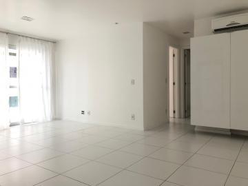 Apartamentos / Padrão em Maceió Alugar por R$1.791,31